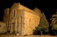 Chiesa Arabo/Normanna risalente al 1093  si trova nella frazione Croce, nei pressi di Itala Superiore(set. 2006)    - Itala (6349 clic)
