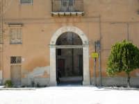 Piazza castello. Portone d'ingresso al castello degli Sclafani.  - Chiusa sclafani (1632 clic)
