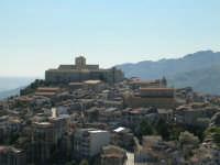 Parte del paese dove si notano in primo luogo il castello e la chiesa madre.  - Giuliana (3080 clic)