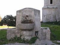 S.Maria del Bosco.La fontana nello spiazzo antistante la chiesa.   - Contessa entellina (2803 clic)