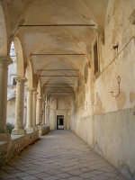 S.Maria del Bosco.Particolare del porticato attorno al  chiostro.  - Contessa entellina (2546 clic)