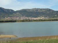 Lago di Piana e sullo sfondo Piana degli Albanesi. PIANA DEGLI ALBANESI Antonino Zito