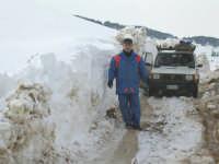 Elettricisti in difficoltà. Monte Cucca. Neve 2004.  - Corleone (9439 clic)