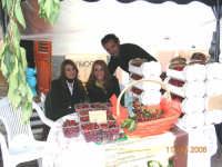 Festa delle ciliegie 2006.Esposizione di ciliegie prodotte nel territorio di Chiusa Sclafani.  - Chiusa sclafani (5840 clic)
