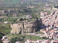 Il monastero dei monaci Francescani (ancora oggi abitato)sulla caratteristica rupe.  - Corleone (12905 clic)