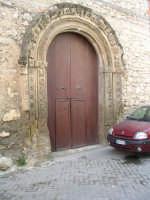 Portone della chiesa del Carmine con antichissimo arco in pietra.  - Bivona (6642 clic)