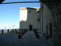 Santuario Madonna del balzo.Lo spiazzo davanti al Santuario.   - Bisacquino (2319 clic)