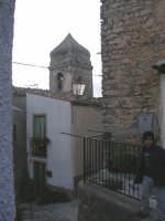 Via S.Sebastiano.Sullo sfondo il campanile della chiesa di S.Anna.  - Prizzi (5043 clic)
