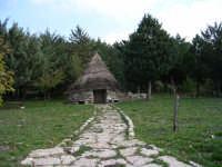 Caratteristico pagliaru nei pressi del Santuario di S.Rosalia.  - Santo stefano quisquina (5015 clic)