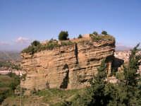 La rocca su cui si trova il monastero dei frati Francescani.  - Corleone (6068 clic)