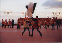 Esibizione degli Sbandieratori e Musici Leoni Reali. In occasione della 1°mostra di modellismo 29/12/2002  - San pietro clarenza (2750 clic)