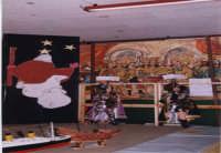 Esibizione degli Sbandieratori e Musici Leoni Reali. In occasione della 1°mostra di modellismo 29/12/2002  - San pietro clarenza (3501 clic)