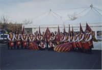 Esibizione degli Sbandieratori e Musici Leoni Reali. In occasione della 9° Sagra dell'Olio Extra Vergine d'oliva 19/20 Marzo 2005  - Ragalna (4638 clic)