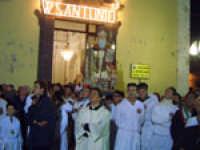 Gli Sbandieratori e Musici Leoni Reali omaggiano il santo Patrono (S. Antonio Abate 17 Gennaio Camporotondo Etneo).  - Camporotondo etneo (2883 clic)