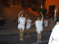 Balletto Medievale. Festa del Ducato 2005 gruppo Sbandieratori e Musici Leoni Reali Camporotondo Etneo.  - Camporotondo etneo (2210 clic)