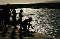 Bambini a pesca...  - Donnalucata (3932 clic)
