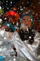CARNEVALE REGALBUTESE 2007 - RAGAZZA SU CARRO ALLEGORICO -  FOTO BY SOZZI FILIPPO  - Regalbuto (3061 clic)