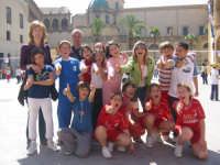 10 maggio 2007 - festa dell'1,2,3...minivolley - un gruppo di allievi e docenti del 4° circolo Quinci di Mazara del Vallo.  - Mazara del vallo (3647 clic)