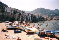 Barche nella spiaggia del Moletto a Cefalù (4907 clic)