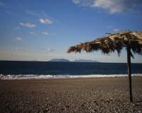 le isole eolie(vulcano e lipari) viste dalla spiaggia di milazzo  - Milazzo (12927 clic)