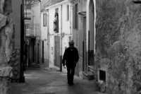 Pensando tra i vicoli -Caccamo, 8.4.2006  - Caccamo (3001 clic)