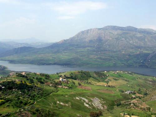 Panorama dal castello di Caccamo;veduta del lago di Caccamo - CACCAMO - inserita il