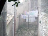 Panni stesi a Erice avvolta dalla nebbia  - Erice (3257 clic)
