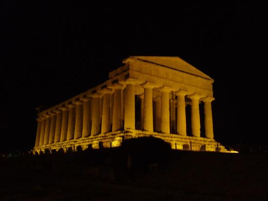Valle dei templi,Tempio della concordia - AGRIGENTO - inserita il 17-May-11