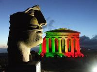 Valle dei Templi e statue di Mitoraj.festa 150 anni Unità d'Italia   - Agrigento (17159 clic)