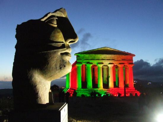 Valle dei Templi e statue di Mitoraj.festa 150 anni Unità d'Italia - AGRIGENTO - inserita il 18-Mar-11