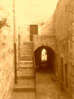 soto il santuario una viuzza antica  - Monterosso almo (3172 clic)