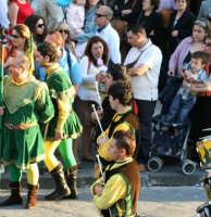 Sbandieratori a Noto in occasione dell' Infiorata.  - Noto (1504 clic)