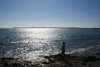 Il Pescatore in una Domenica Autunnale.  - Pozzallo (2574 clic)