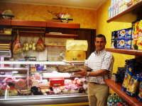 Finalmente sul lungomare di Aspra una salumeria di prodotti DOC Auguri a Mario e Rosalia  - Aspra (8002 clic)