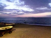Questa è una foto scattata a S.Saba subito dopo il tramonto.Se guardate bene si vedo in lontananza anche le isole Eolie. E' il paese in cui ho sempre trascorso le mie estati e che adoro più di ogni altra cosa..  - San saba (4551 clic)