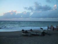 Anche questa è una foto scattata a S.Saba nel mese di Settembre,il sole è già tramontato ma c'è ancora luce,il tempo non è dei migliori e il mare come potete notare è un pò agitato. Questa foto l'ho scattata per sottolineare un mio particolare stato d'animo,una sorta di malinconia..  - San saba (4537 clic)