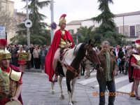 Soldati romani scortano Gesu' sulla via del Calvario  - Mazzarino (6394 clic)