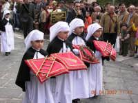 Piccoli devoti portano i segni della Crocifissione  - Mazzarino (3073 clic)