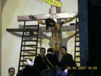 Gesu'tolto dalla Croce dai confratelli.  - Mazzarino (2769 clic)