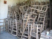 Chiesetta all'ingresso del paese, sedie accatastate in attesa di essere usate..  - Isnello (13911 clic)