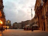 Piazza Duomo ad Ortigia all'imbrunire  - Siracusa (1644 clic)