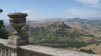 Panorama su Calascibetta dal belvedere di Enna  - Enna (7352 clic)