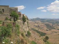 Case a strapiombo vicino al belvedere, oggi abbandonato  - Calascibetta (7257 clic)