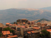 Scorcio dell'abitato di Cesaro'  - Cesarò (6608 clic)