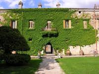 Castello di Nelson, la facciata sul giardino  - Bronte (2523 clic)