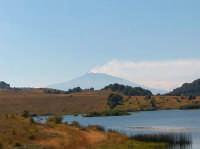Etna sullo sfondo del Lago di Biviere, mt. 1278 slm  - Cesarò (3650 clic)