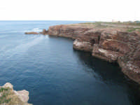Le rocce di Cala Rossa e il mare blu TERRASINI Lucia Durisi