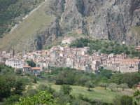 il paese visto dalla strada  - Isnello (6348 clic)