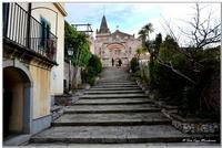 Arco Durazzo XV secolo e chiesa S.S Trinità   - Forza d'agrò (6644 clic)