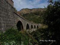 Ponte Ferroviario tratta Giardini Naxos-Randazzo Ponte Ferroviario, tratta Giardini Naxos-Randazzo, costruito nel periodo Fascista, dal Governo Mussolini,  all'epoca, l'Italia conobbe un periodo di progresso, per strade, Autostrade, e Rete Ferroviaria, senza eguali.  - Francavilla di sicilia (3351 clic)